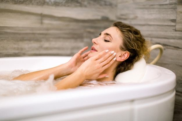 lady-relaxing-in-the-bath