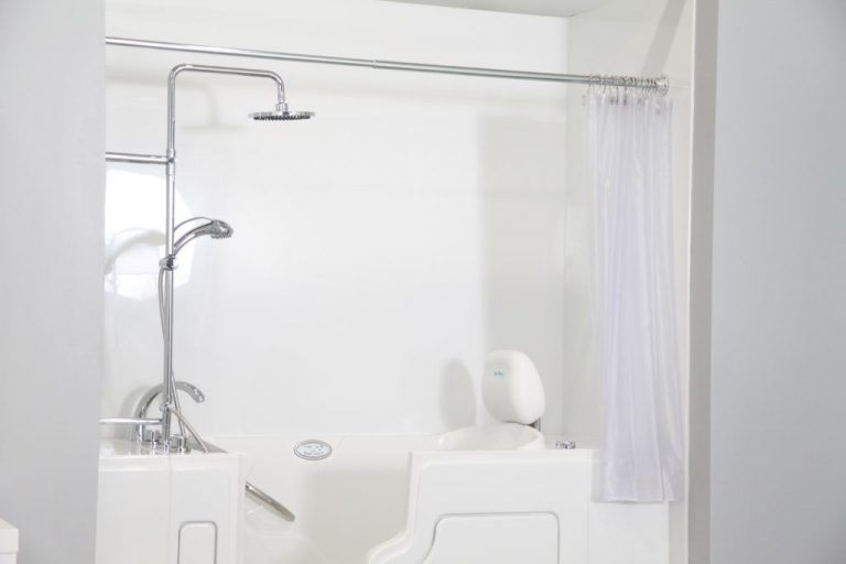 Safe-Step-Walk-In-Tub-Shower-Combo-768x512