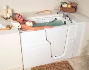 woman-bathing-in-walk-in-tub